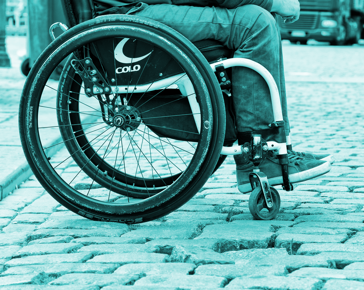 Fotoband, rolstoel op kasseien