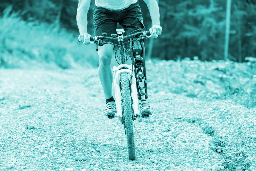 Fotoband, mountainbiker met prothese